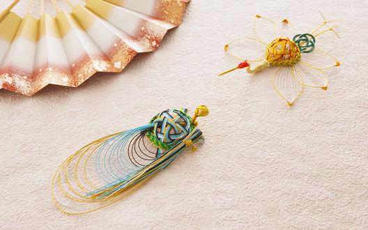 Обои Красивое плетение из ниток и веер