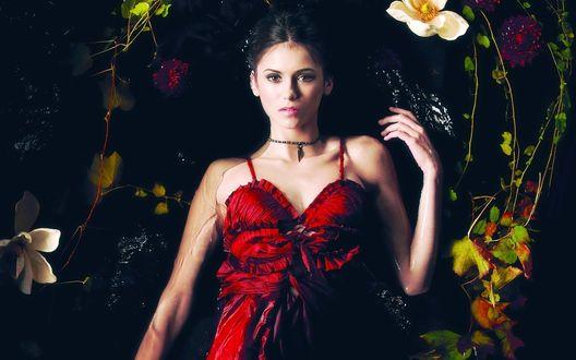 Обои Нина Добрев / Nina Dobrev в красном платье из сериала 'Дневники Вампира / The Vampire diaries'