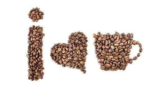 Обои Из зерен кофе сложены сердечко, буква I  и чашка, что означает 'Я люблю кофе' / 'I love coffee'