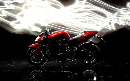 Обои Красный мотоцикл Ducati Streetfigher / Дукати Стритфайтер