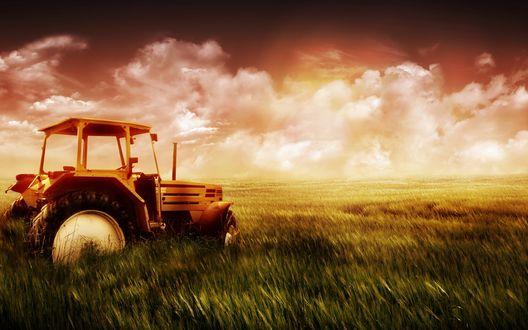 Обои Брошенный трактор в поле после окончания рабочего дня и захода солнца