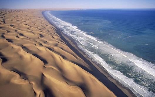 Обои Песок и небольшие волны