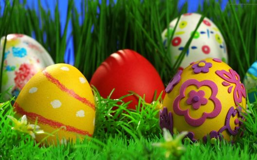 Обои Пасхальные яйца на траве