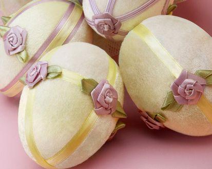 Обои Красивые декоративные пасхальные яйца