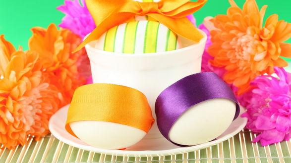 Обои Пасхальные яйца украшенные бантами