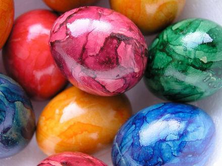 Обои Разноцветные пасхальные яйца под мрамор