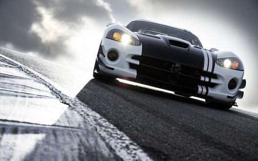 Обои Dodge Viper / Додж Вайпер на фоне неба