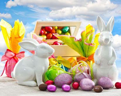 Обои Пасхальные кролики и яйца в цветной обертке