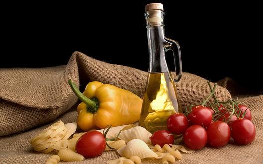 Обои Подсолнечное масло, сладкий перец, макаронные изделия и помидоры