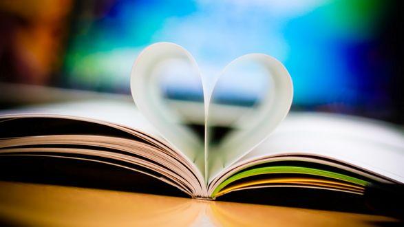 Обои Книга,листки которой сложены в сердце