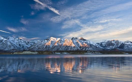 Обои Тихое, спокойное горное озеро
