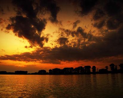 Обои Оранжевый закат над морем