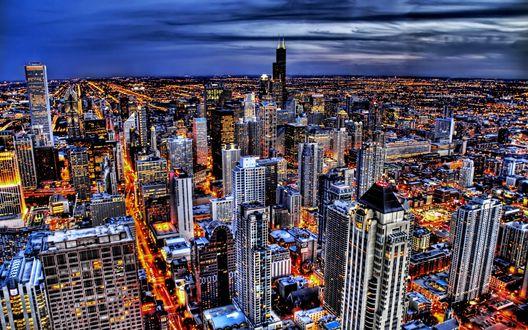 Обои Чикаго / Chicago, США / USA. Огни большого города выглядят как раскаленная лава, льющаяся по проспектам и улицам, огибая многоэтажные здания всех форм и размеров