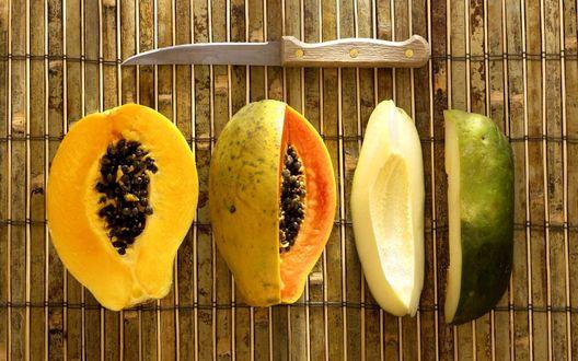 Обои Разрезанные папайя и авокадо, рядом лежит нож