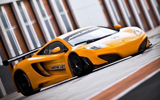 Обои Спортивный желтый автомобиль McLaren / МакЛарен