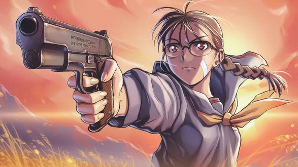 Обои Девушка с пистолетом на фоне неба