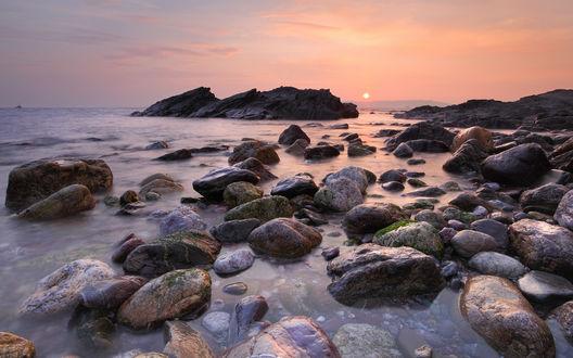 Обои Красивый, каменистый пляж