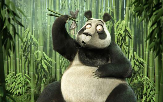 Обои Панда лакомится рыбой, держа её палочками для еды