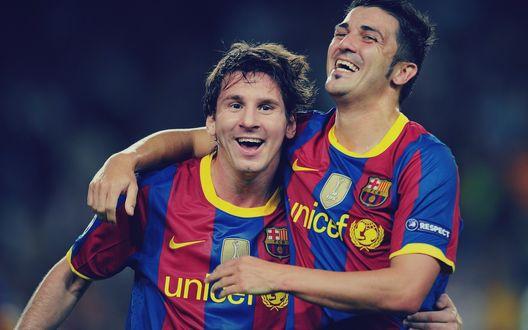 Обои Лионель Месси / Lionel Messi и Давид Вилья / David Villa празднуют победу ( ФК Барселона /  FC Barcelona)