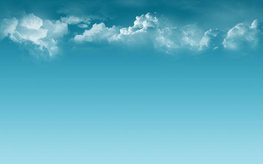 Обои Облака на голубом фоне