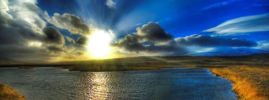 Обои Красивый восход солнца над рекой