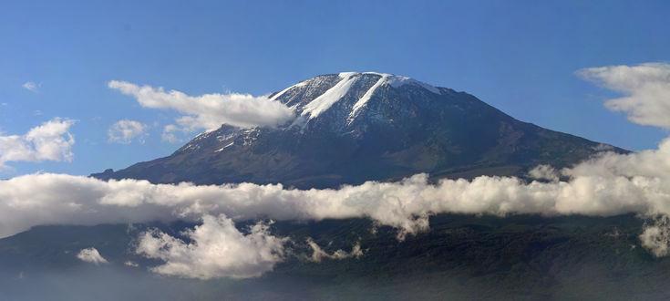 Обои Гора Килиманджаро в облаках