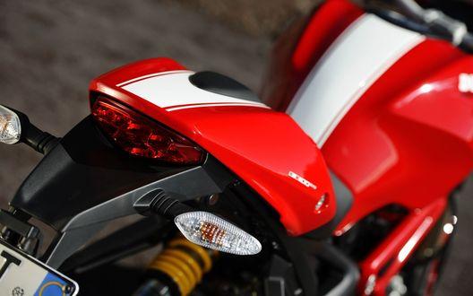 Обои Красный с белой полоской Ducati Monster 1100 EVO / Дукати Монстер вид сзади