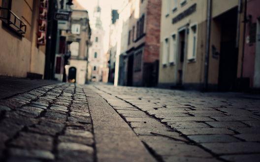 Обои Брусчатая дорога в городе