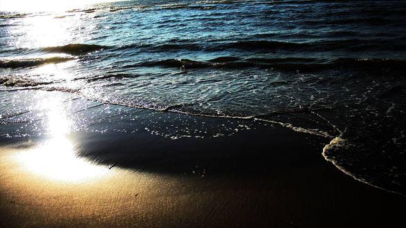 Обои Морское побережье, освещаемое последними лучами заходящего солнца