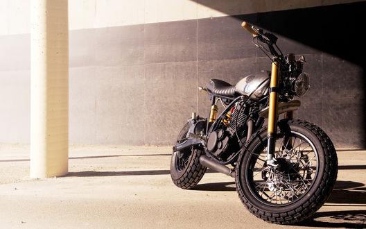 Обои Красивый черный мотоцикл Yamaha / Ямаха