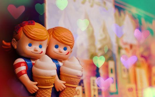 Обои Две куклы с мороженым