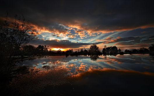 Обои Вечерний закат над озером