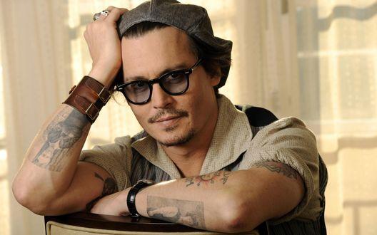 Обои Актер Johnny Depp / Джонни Депп в берете и очках