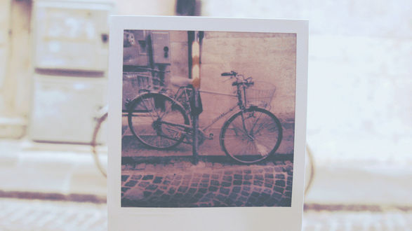 Обои Фотография велосипеда закрывает велосипед, стоящий на улице