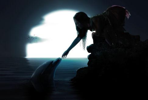 Девушка у моря воды