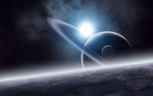 Обои С поверхности планеты видно соседнюю планету-гиганта, вокруг которой кружится кольцо из космической пыли и спутник