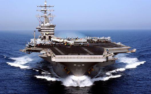 Обои Боевые будни авианосца, с большим количеством палубных боевых самолетов, находящегося в океане