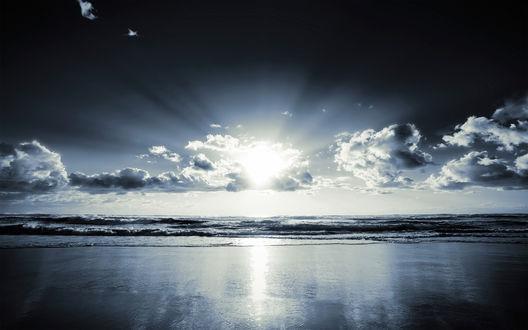 Обои Солнце сквозь кучевые облака