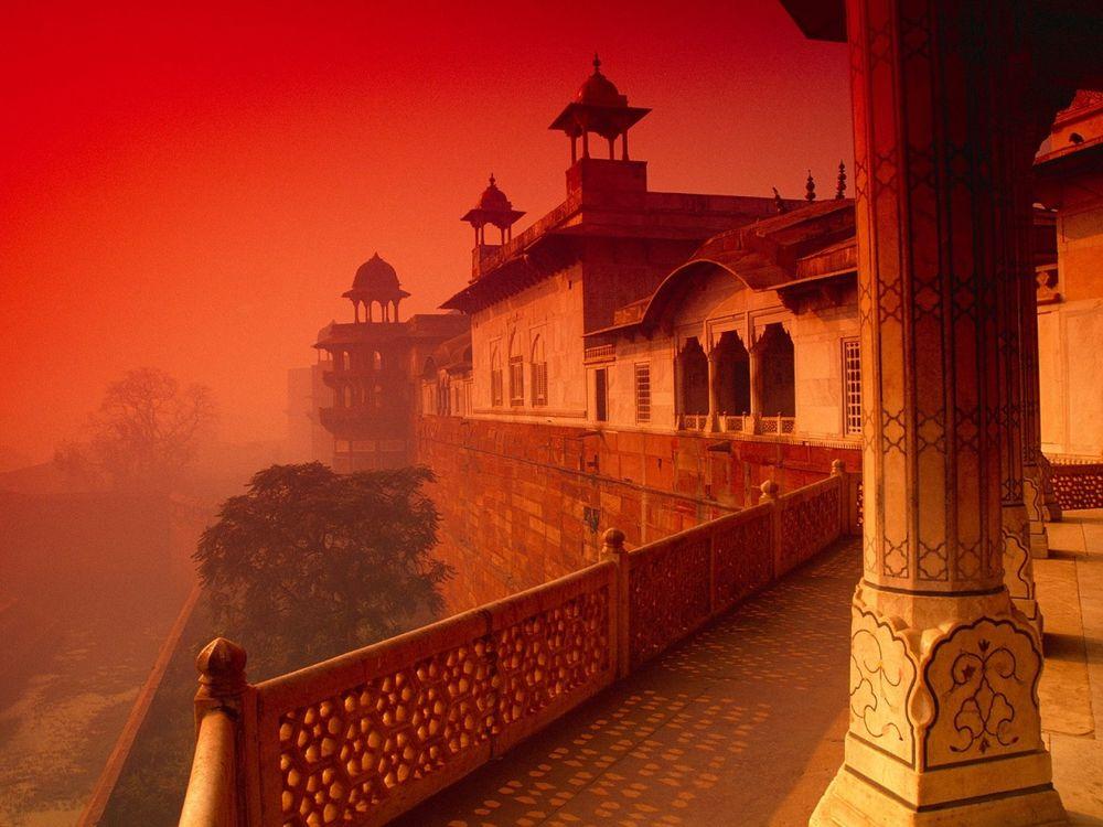 Обои для рабочего стола Красный форт, город Агра, Индия на закате