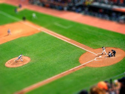 Обои Бейсбольный матч на поле с эффектом тилт шифт / tilt shift