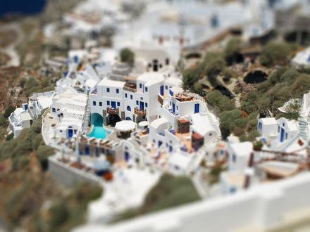 Обои Белоснежные отели в Санторини / Santorini, Греция / Greece с эффектом тилт шифт / tilt shift