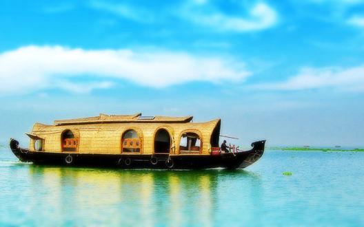 Обои Лодка-дом на воде