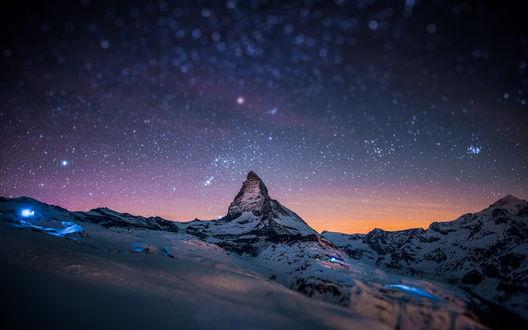 Обои Гора Маттерхорн / Matterhorn - гора в Альпах. покрытая снегом на фоне заката, с эффектом тилт шифт / tilt shift