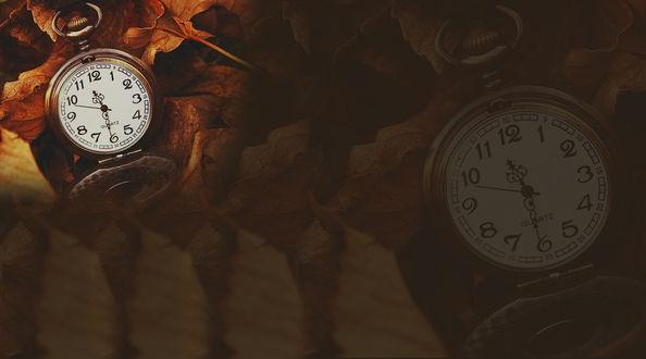 Обои Обои с изображением часов и опавшей листвы, на исходе сентября