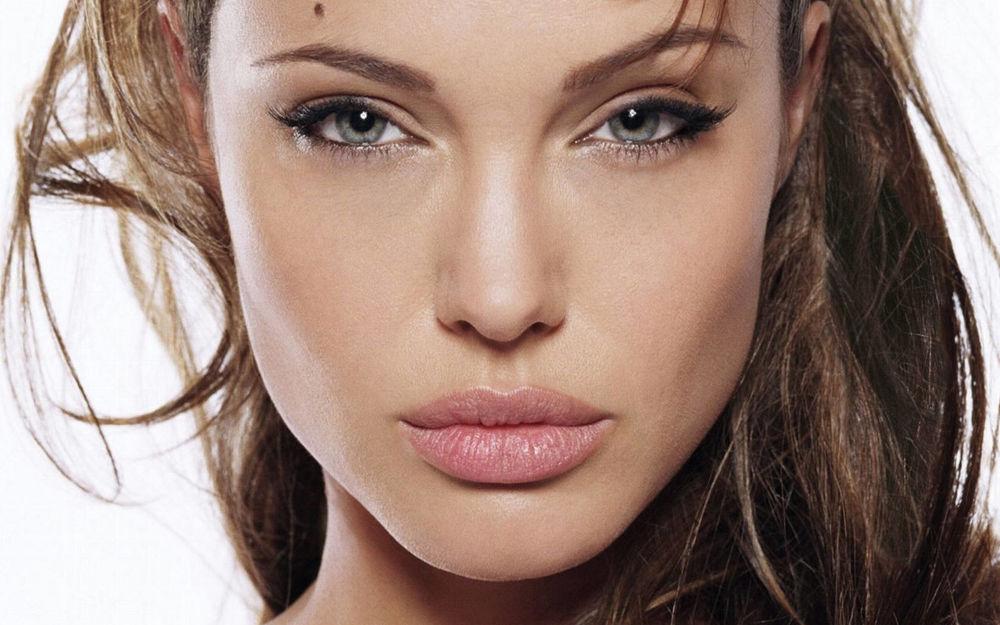 Обои для рабочего стола Angelina Jolie /  Анджелина Джоли, портрет