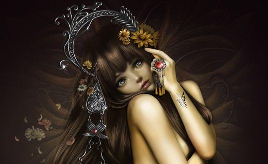 Обои Обнаженная красавица, с интересным металлическим украшением на голове и с цветами в волосах, с кольцом, с красным камнем и висюльками, на пальце, и с татуировкой бабочкой на руке