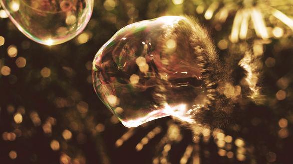 Обои Мыльный пузырь в замедленной съемке в тот момент, когда он лопается