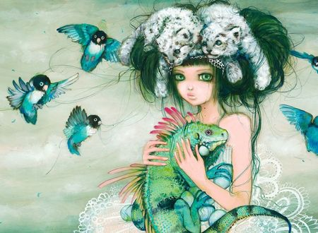 Обои Девушка с ящерицей на руках, двумя белыми леопардами в волосах и летающими птицами вокруг, автор Camilla Derrico