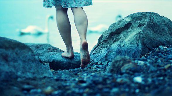 Человеку, которому приходится видеть себя во сне босиком стоящим на траве, беспокоиться не о чем.