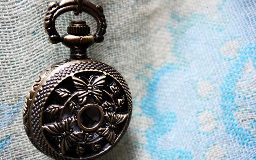 Обои Красивые старинные карманные часы